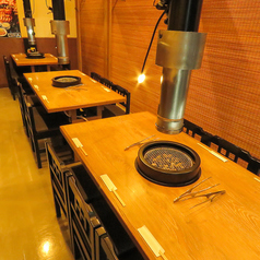 【半個室テーブル席/11~16名様】暖簾で仕切られた半個室風の宴会テーブル席。会社宴会や、仲間同士など小~中規模宴会や食事会などにぜひ!