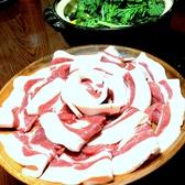脂ののった猪は蕩ける脂とかみしめるごとに旨味がでる赤身のバランスが絶品です。