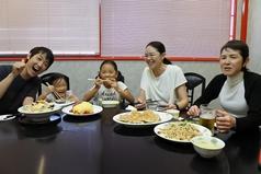 中華ならではの円卓でのお食事は家族団らんにぴったり!自然とみんなが笑顔に♪禁煙。