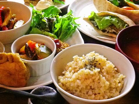 自然食のみ!肉や魚を、一切使用しない全メニュー手作りの店。身体に優しいカフェ。