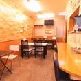 店内1Fには、居心地の良いテーブル席をご用意!明るく賑やかな空間では、居酒屋の定番メニューからこだわりの逸品まで心ゆくまでお楽しみいただけます♪ご宴会やお食事会は是非【Izakaya&dining 剣】で。