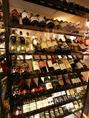 【5:こだわり】ワインセラーから自分でワインを選べるも楽しい♪ボトルに値段が書いてあるので選びやすくしています☆もちろんスタッフにオススメを聞いてもOKです♪お気軽にどうぞ!!