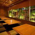 【4名様~16名様】坪庭に面して『竹林が映える神楽坂』をお楽しみ頂けます。大切なお客様との接待、家族、友人達との食事会に最適です。(営業状況により3~4名様の半個室風のお席もご提供致します)