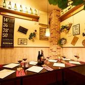 ブルックリンスタイルのスタイリッシュなお部屋やワインボトルを飾り付けたおしゃれなお部屋など、多種多様な個室をご用意。