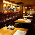 4名様から人数に応じて各種テーブルのお席をご用意しております。紋次郎コーナー席は4名様掛け無煙ロースターを完備いたしております。