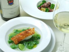 料理メニュー写真ホタルイカと菜の花のスパゲッティー/桜海老をまとった真鯛のソテー春豆のスープ