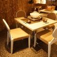 おしゃれな店内のテーブルはご利用人数に応じてレイアウトの変更ができます!お気軽にスタッフまでお声をお掛けください!