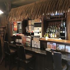 おしゃれな店内にあるカウンター席では目の前でお酒を提供しておりますのでサクッと一人飲みするにも最適♪お酒好きの方におすすめのお席となっております。
