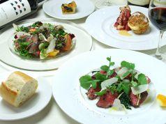 料理メニュー写真まはたとサバのカルパッチョ たっぷりの彩野菜のサラダ/徳島あわ牛のたりアータなど