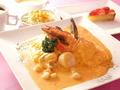料理メニュー写真海の幸のエビクリームソースオムライス