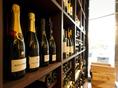 オーガニックワインやオーセンティックワインまで幅広く取りそろうワインセラー