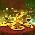 窓際のテーブルが3テーブルあります!1テーブルに3名様座れます♪まるで道路の上空に座っているような感覚です♪窓が近いので高所恐怖症の方は避けたほうが良いかもしれません・・(;一_一)それぐらい鮮明な夜景です♪♪「デート」や「女子会」に人気の席です♪