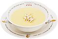 【濃厚コラーゲン・コーンスープ】成人が1日に必要なコラーゲンは3,000mgといわれています。セットメニューサイズのスープ1杯で1日の1/3、1,000mgを摂取できます。特に女性のお客様に喜ばれる一品です。