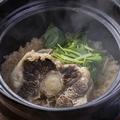 料理メニュー写真牛テール土鍋ごはん