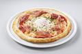 料理メニュー写真ヨード卵・光のビスマルクピッツァ