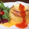 料理メニュー写真厚切りハムソテーのエックベネディクトパンケーキ単品