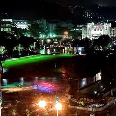 OLD BARRELから見える中央公園。夜にななると綺麗にライトアップします♪ライトアップのデザインを手掛けたのは【東京タワー】や【横浜ベイブリッジ】の照明で有名な照明デザイナー【石井幹子】さんです。著名なデザイナーの作品を一望できるのはOLD BARRLだけ♪♪