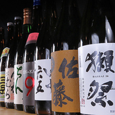 """やきとんに合うドリンクメニューを多数取り揃えております。日本酒や焼酎は言わずと知れた""""獺祭""""や""""三岳""""をご用意。九州ご当地サワーにポンカンの和りきゅうるなど当店のオリジナルドリンクも!1200円(税抜)で単品飲み放題をご利用いただけます。"""