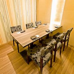 【全席個室で安心。接待や会食にもどうぞ。】ゆったりとおくつろぎ頂けるお席を多数ご完備しております。和の雰囲気漂うモダンなお席でのお食事、飲み会をお過ごしください。