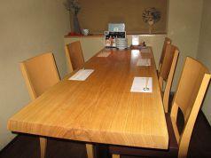 1階【羽衣】半個室テーブル席。