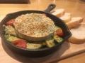 料理メニュー写真カマンベールとアボカドの香草パン粉焼き