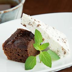 料理メニュー写真チョコレートブラウニー ~クリームグラッセを添えて~