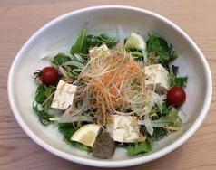 料理メニュー写真豆腐と水菜の揚げジャコサラダ