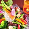 燕三条のイタリア野菜研究会で生産されているイタリア野菜も直送。ちょっと変わった野菜も提供しています。単品でのご注文はもちろん、各種コースでも当店自慢の野菜をご堪能いただけます。大人気のバーニャカウダーをはじめ、新鮮な地元野菜をぜひご堪能ください。