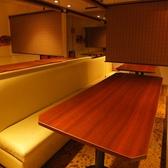ドア付き個室には仕切りで区切れる大人数の半個室席も有り!プライベートシーンでのご宴会にもぴったりです★