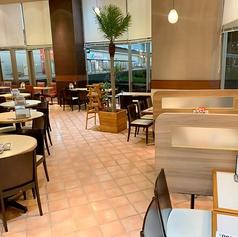 明るく広い店内は、ご家族、ご友人とのお食事にぴったり☆バラエティ豊かな本格お料理のラインナップを食べながら、楽しくお過ごし頂ける空間をご用意しております♪