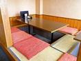 足を伸ばしてゆったり、家族連れや小グループにおすすめ!掘りごたつ席は、6名×3卓。