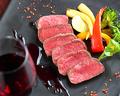料理メニュー写真黒毛和牛ランプのレアステーキ