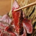 料理メニュー写真黒毛和牛藁炙りステーキ