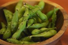 料理メニュー写真ガーリック黒胡椒枝豆