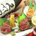 料理メニュー写真北海道産ウニをのせたA4和牛タタキ