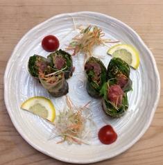 料理メニュー写真鮪と野菜の生春巻き