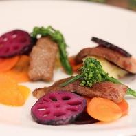 季節の食材を組み合わせたコース料理をお楽しみください
