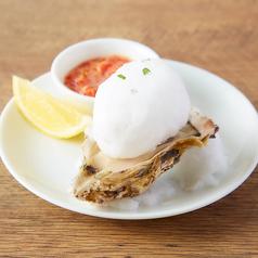 料理メニュー写真生牡蠣と綿あめサルサソース