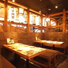 オレンジ色の照明と提灯で温かみのある空間。当店こだわりの料理・ドリンクをゆっくりご堪能ください!