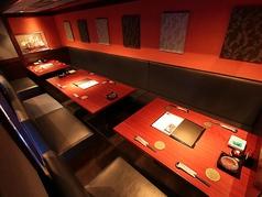 1階のテーブル席は、扉こそありませんが席数が少ない分、逆に静かめなお席が多いです。