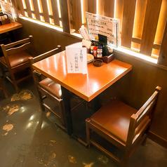 【2名様用のテーブル席】カップルや気の合う仲間同士の飲み会にぴったり♪