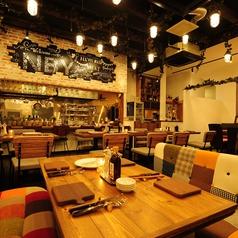 厳選塊肉食べ放題 肉バル横丁 新潟けやき通り店の雰囲気1