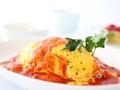 料理メニュー写真チキンオムライストマトソース
