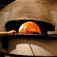 本格的な薪窯で焼き上げたピッツァをご提供します。