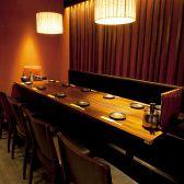門前仲町木村屋の2階の個室。宴会や会食に最適なお席です。広々としたテーブル席ですので、席移動もしやすく落ち着いてお食事をお楽しみいただけます。宴会コースはすべて生ビール付き飲み放題がついております!九州名物料理と美酒をお楽しみください。銘柄焼酎や日本酒のお得な飲み放題付きコースも多数ご用意してます!