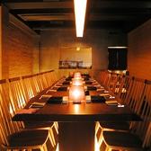2階のテーブルの壁を全て取り除くと、このような形になります。大人数でのご利用に非常に適した形状になるので、お集まりの席には是非ご利用下さい。