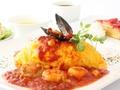料理メニュー写真シーフードトマトソースオムライス