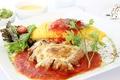 料理メニュー写真若鶏チーズ焼きのトマトソースオムライス