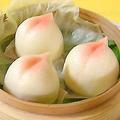 料理メニュー写真小肉まん(3個)/桃饅頭(3個)/蒸し海老餃子(3個)