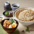 料理メニュー写真播州百日どりと半熟玉子の小ぶり親子丼と選べる麺セット